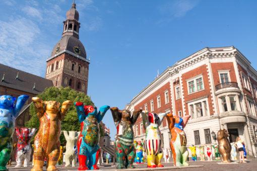 Berliner Buddy-Bären auf dem Domplatz in Riga
